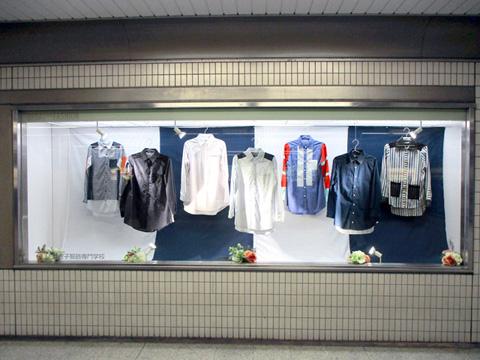 大阪地下鉄 なんば駅 ショーウインドー広告 20161006